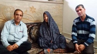 Photo of Nejat members met the MKO hostage mother