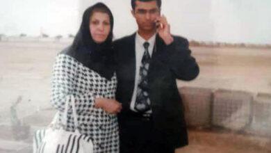 روزبه عطایی در کنار مادرش