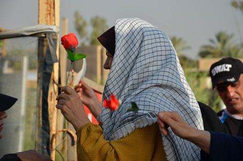 خانواده ها در مقابل کمپ لیبرتی در عراق