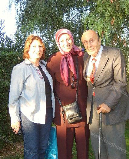 مهرناز جواهری در کنار خانواده