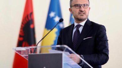 تصویر از دولت آلبانی با خانواده های اسیران فرقه رجوی همکاری کند