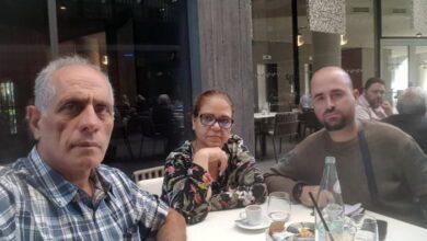 Photo of پدر و مادر سمیه محمدی با امام جمعۀ شهر هودنیشت آلبانی دیدار و گفتگو کردند
