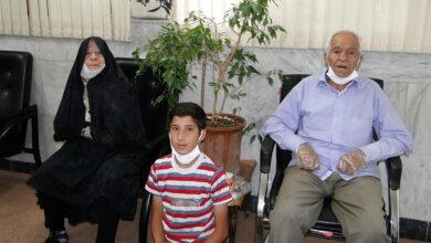 تصویر از آقای اسداله فیاض دیزج، مادر پیر تو اشک می ریزد و گریان است + فیلم
